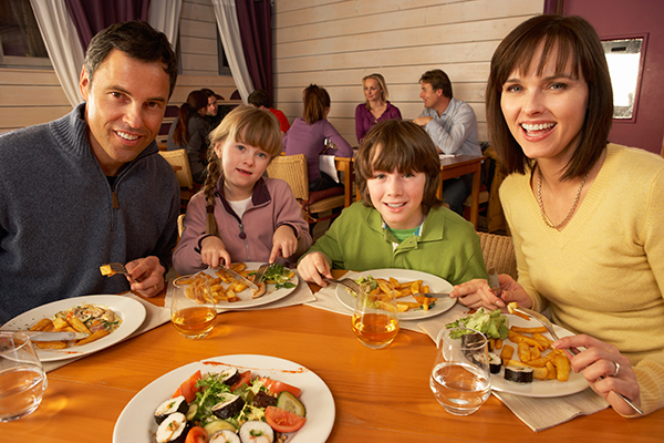 Dine Out To Strengthen Your Family Bond